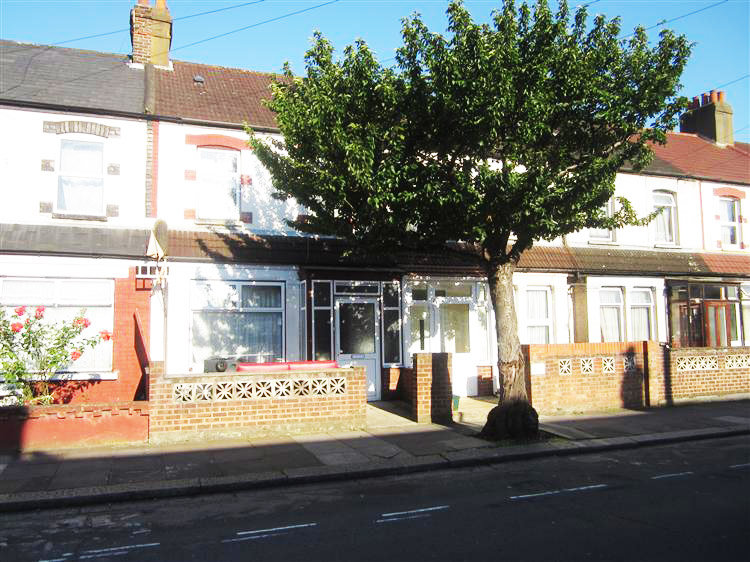 3 Bedroom Terrace property for sale- Southall