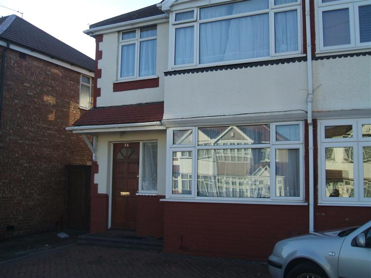 A lovely 3/4 bedroom house- Hayes